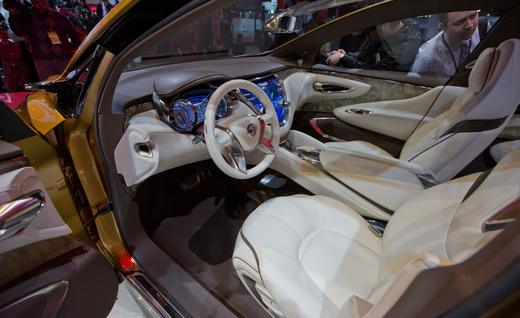 Nissan Resonance Interior